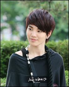Boyband Korea Berwajah Feminim - www.jurukunci.net